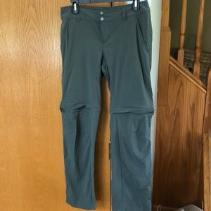 Columbia Convertible Omni-Shield pants. Size 8